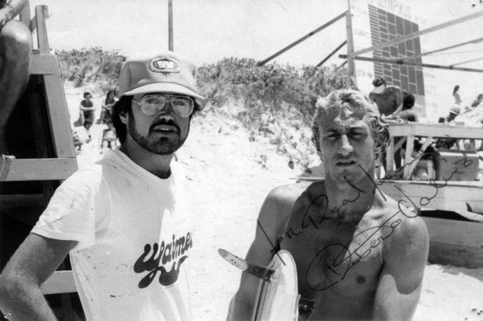 Fernando e Roberto Valério durante o 1º Festival Olimpykus de Surf… Foto: Fernando Mansur Ano: 1982 Fonte: baudosurf.wordpress.com