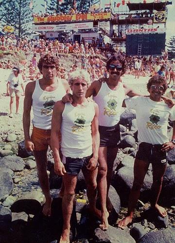 Equipe Rico no Stubbies de 1981 na Gold Coast - Austrália. Fred d'Orey, Valério, Rico e Valdir Vargas. Fonte; surfdragon.blospot.com