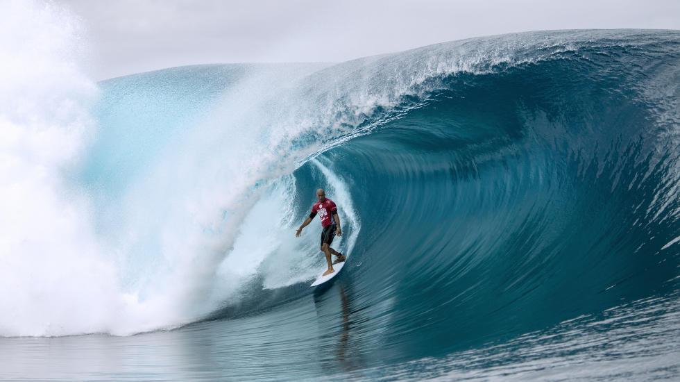 Kelly Slater totalmente a vontade nas poderosas ondas de Teahupoo. Foto: ASP/ Will