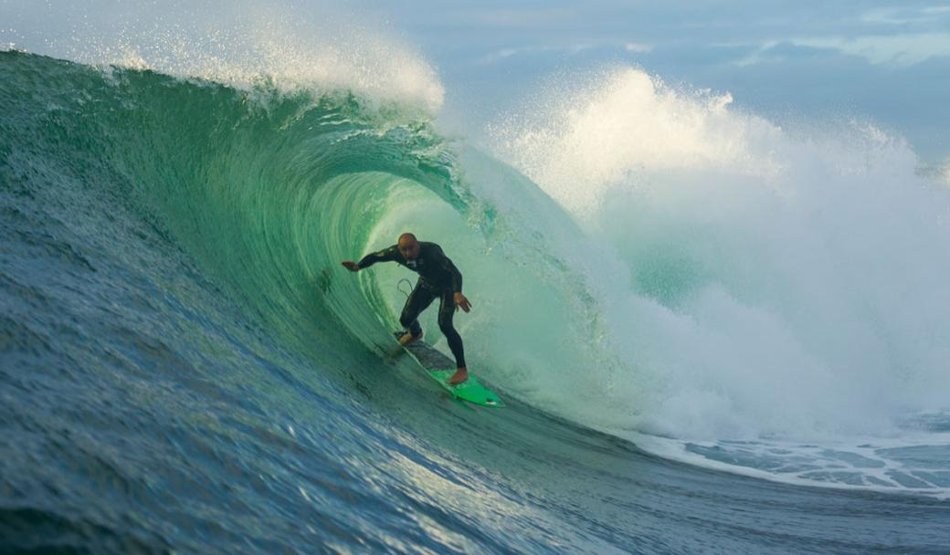 Shane Dorian se sentiu a vontade nas pesadas condições do pico. Foto: RED BULL