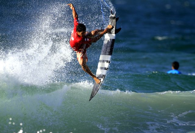 Italo Ferreira carimbou seu passaporte para o WCT 2015. Foto : Surfguru