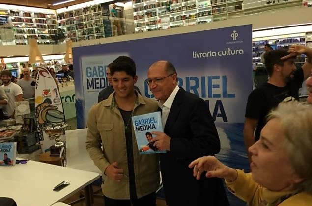 O governador de São Paulo, Geraldo Alckmin, esteve presente no lançamento do livro em SP.