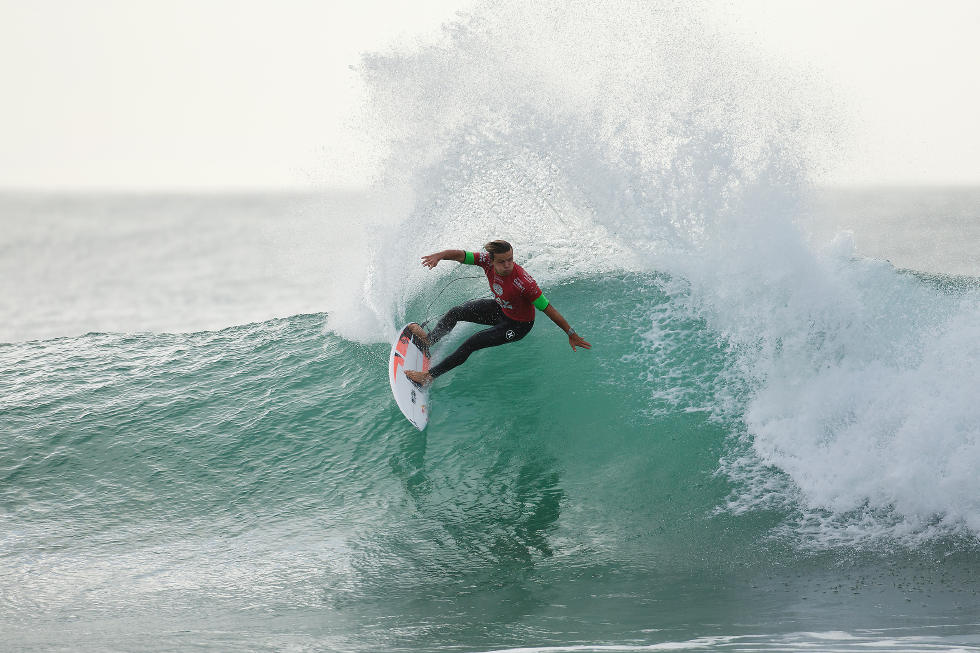 Julian Wilson está forte na disputa do título. Foto : WSL/ Divulgação