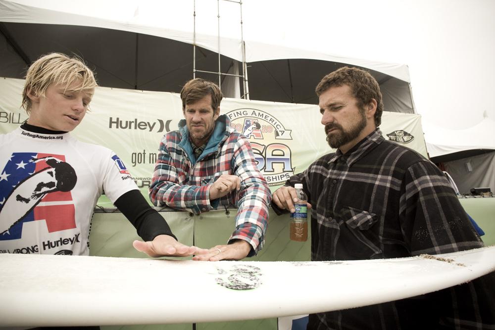 Kolohe Andino segue o tour com a presença do seu pai Dino Andino. Foto : Surfer Magazine
