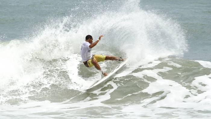 Fábio Silva tem um talento bem brasileiro de surfar. Foto: Edvan Souza