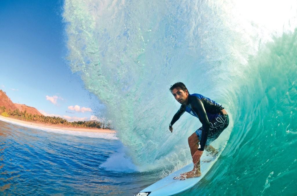 Erick de Souza um dos melhores free surfers do Brasil. Foto : Tojal/ SURFAR