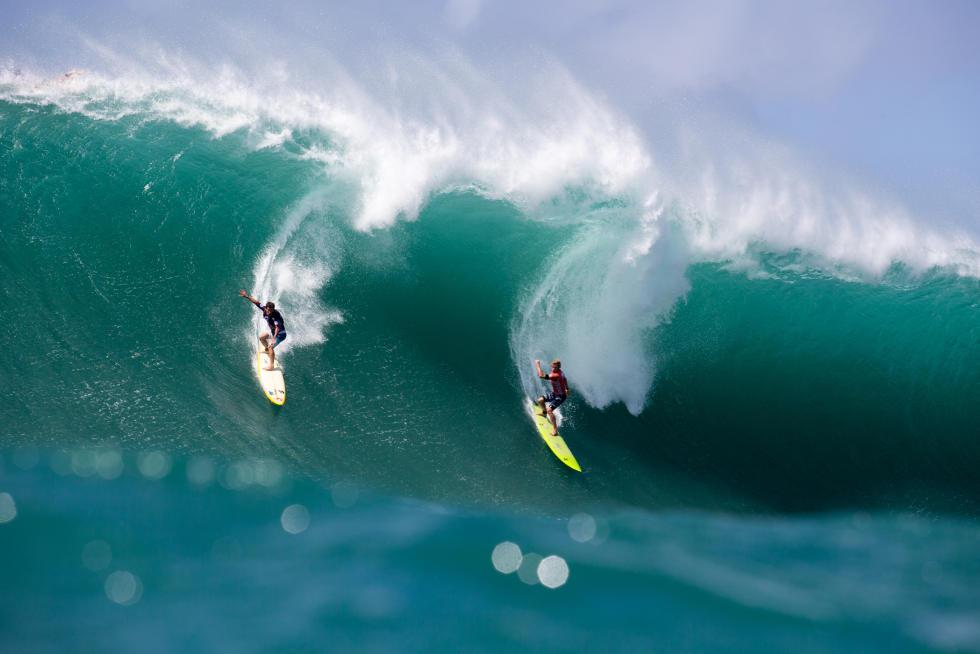 John John Florence e Mason Ho no limite. Foto: WSL/Keoki