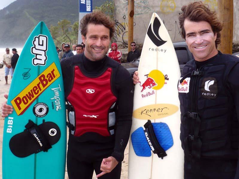 Eraldo Gueiros e Carlos Burle fizeram seus nomes surfando ondas grandes, na remada ou no Tow In. Foto: Globo.com