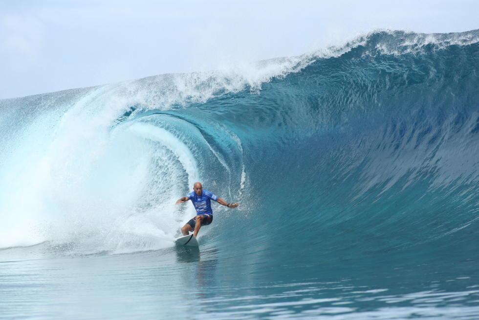 O maior nome do surf mundial deu show em Teahupoo.